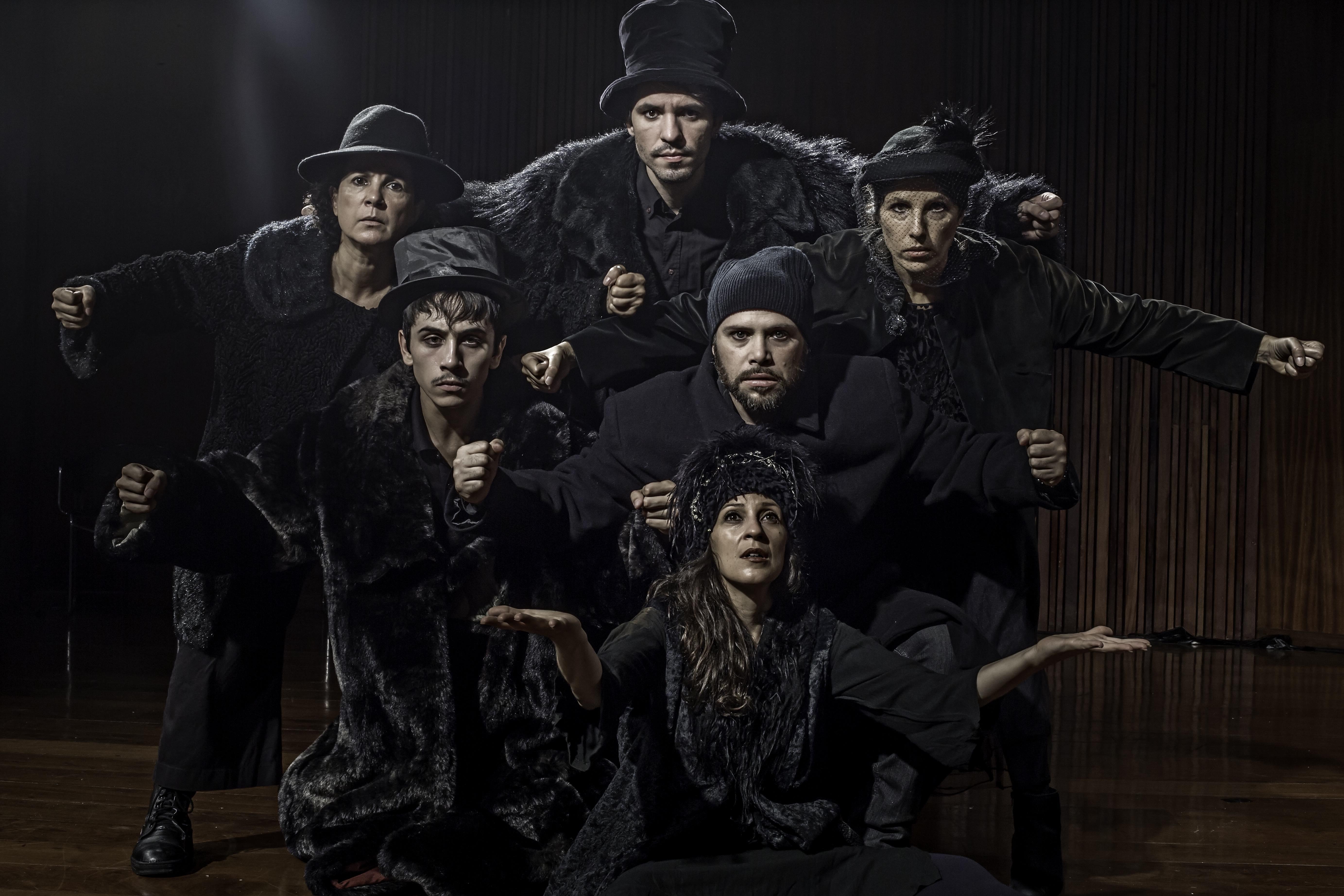 Clara Carvalho dirige espetáculo Condomínio Visniec no Sesc Ipiranga
