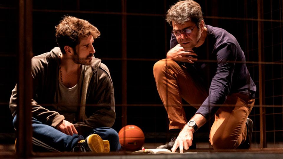 O premiado espetáculo 'Tebas Land' volta ao cartaz nesta sexta-feira, 22/03, no Teatro PetroRio das Artes