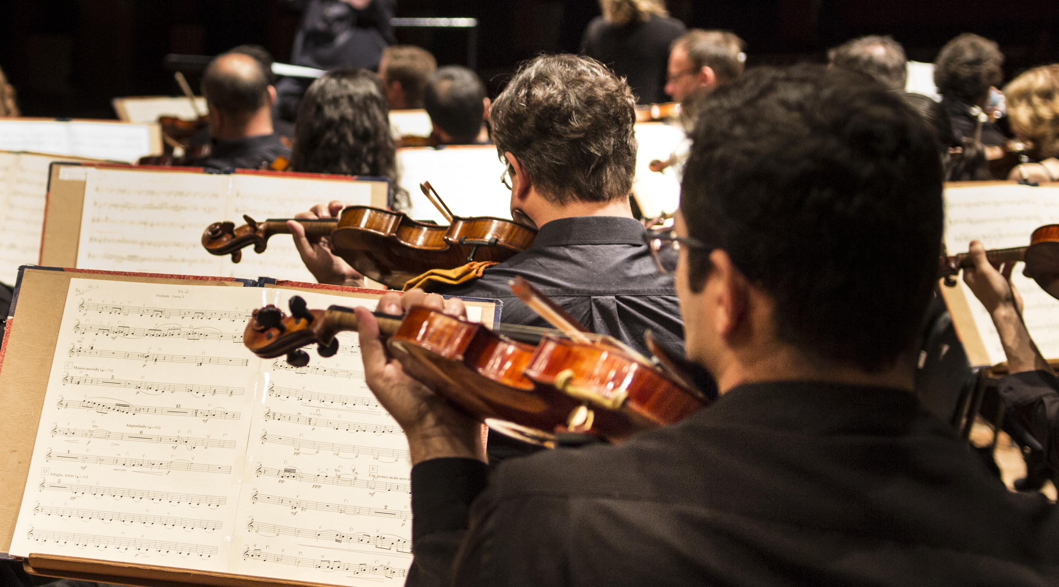 Orquestra Sinfônica Municipal executa as As Quatro Estações de Vivaldi e Piazzola