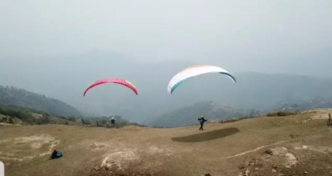 Alpinista Rodrigo Raineri inicia primeiros voos- treino de parapente no Nepal