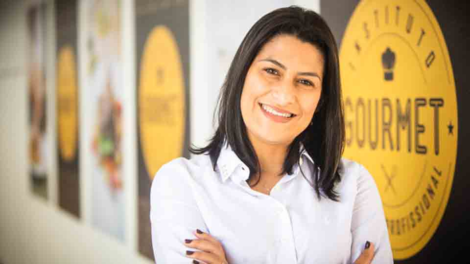 Empresária aceita o desafio do marido e se torna dona da maior rede de cursos de gastronomia do país