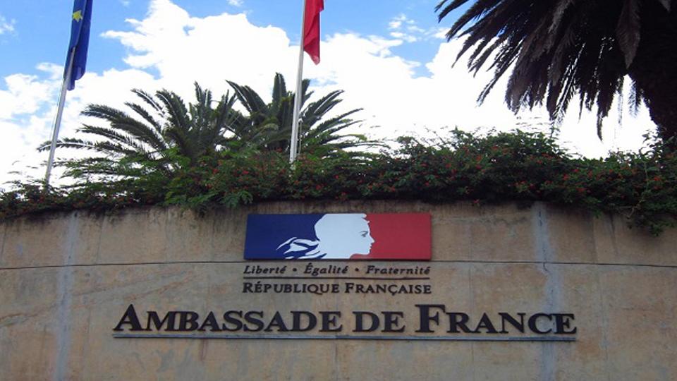 Embaixada da França oferece bolsas de estudos parciais para graduação e pós-graduação na França