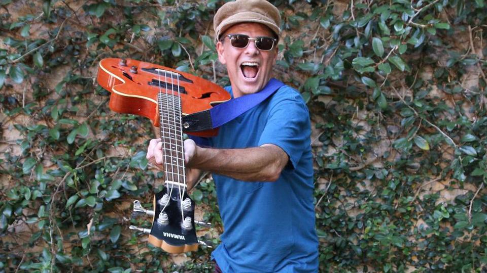Ex-baixista do Barão Vermelho se apresenta em Botafogo nesta sexta-feira, dia 31