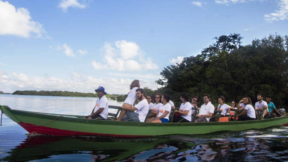 Alunos da Universidade de Chicago em expedição na Amazônia