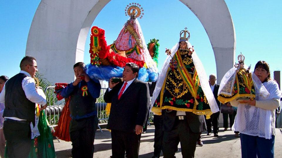 Bolivianos comemoram os 194 anos de independência do país no Memorial da América Latina