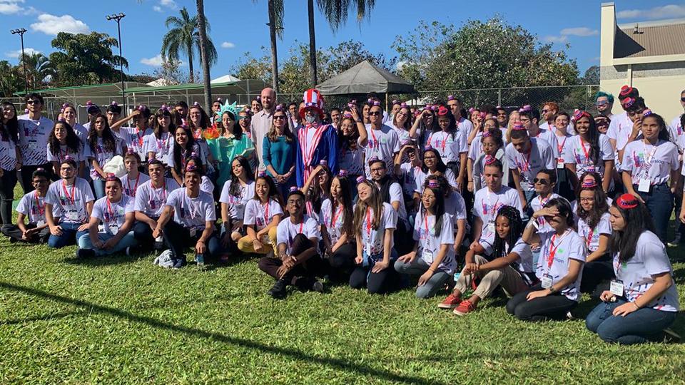 Cento e onze alunos da rede pública do Brasil participam de imersão em inglês em Brasília