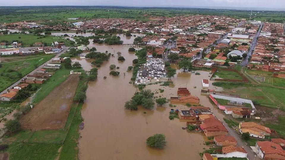 Força-tarefa atende mais de 300 animais atingidos por rompimento de barragem na Bahia