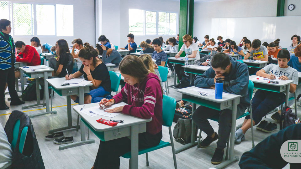 Professores revelam 5 dicas de como estudar melhor para o vestibular