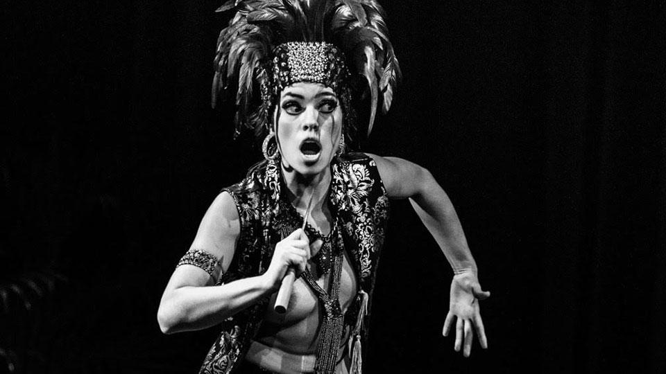 """Depois de circular por três continentes, """"Retrópica"""", de Mari Paula, tem apresentações dias 19 e 20 de outubro no Teatro Cacilda Becker no Rio de Janeiro"""