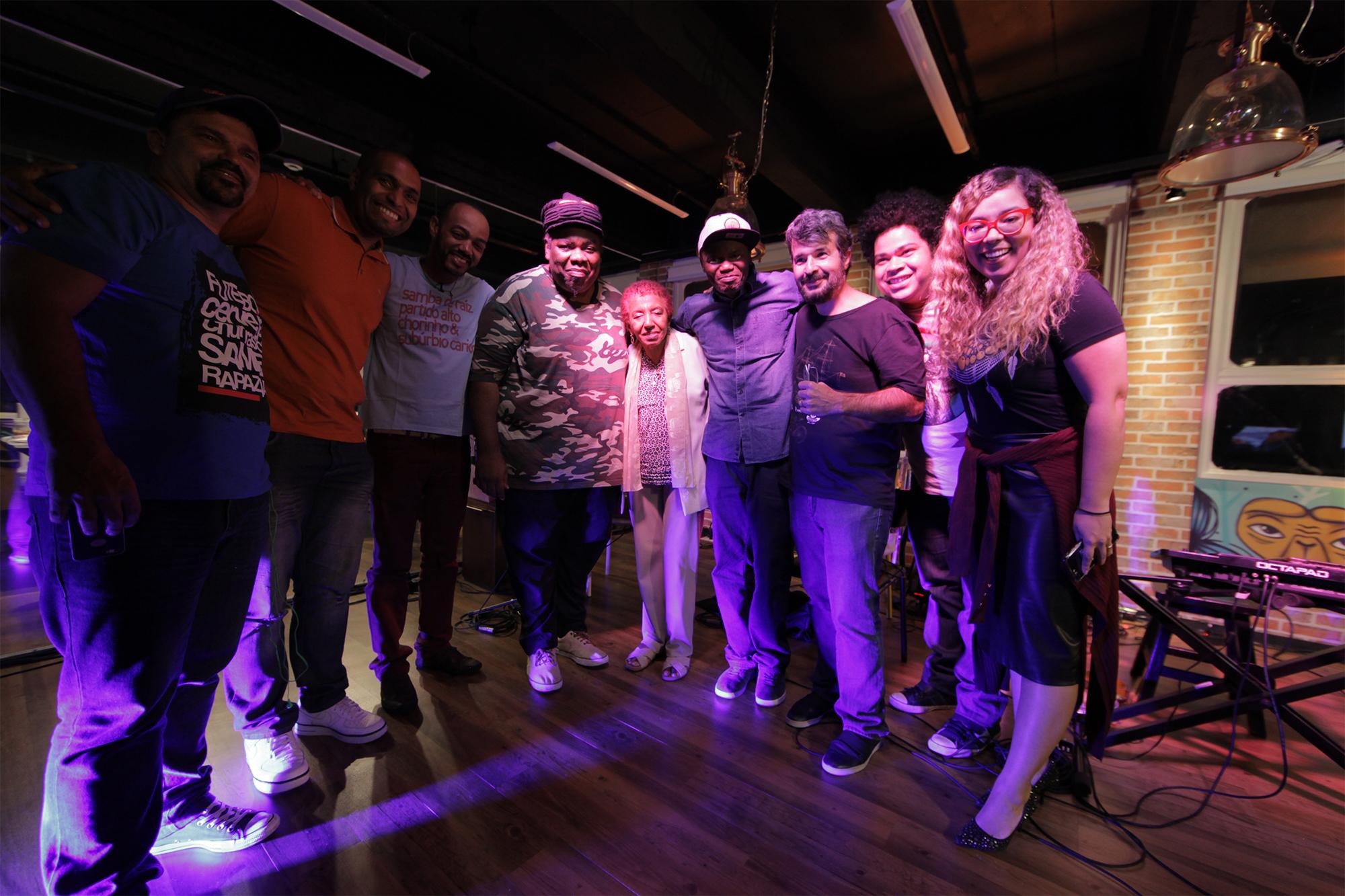 Ator e cantor Sérgio Loroza apresenta talk show na TV paga que debaterá sobre cultura negra