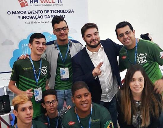 Alunos de escolas públicas representam Brasil em competição de robótica nos EUA