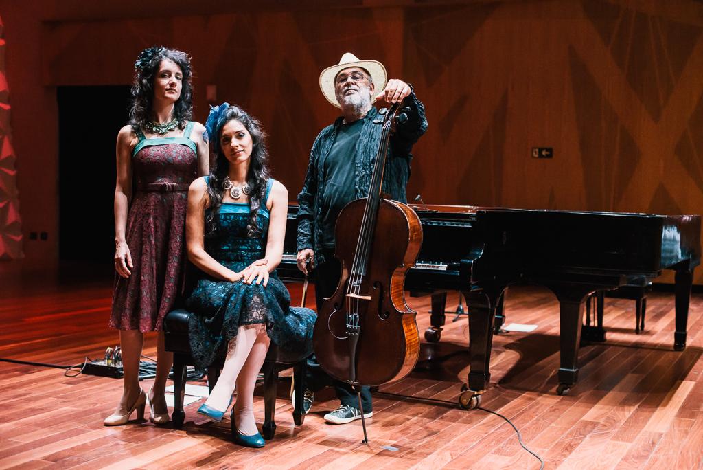 Duo Gisbranco e Jaques Morelenbaum no Sesc 24 de Maio