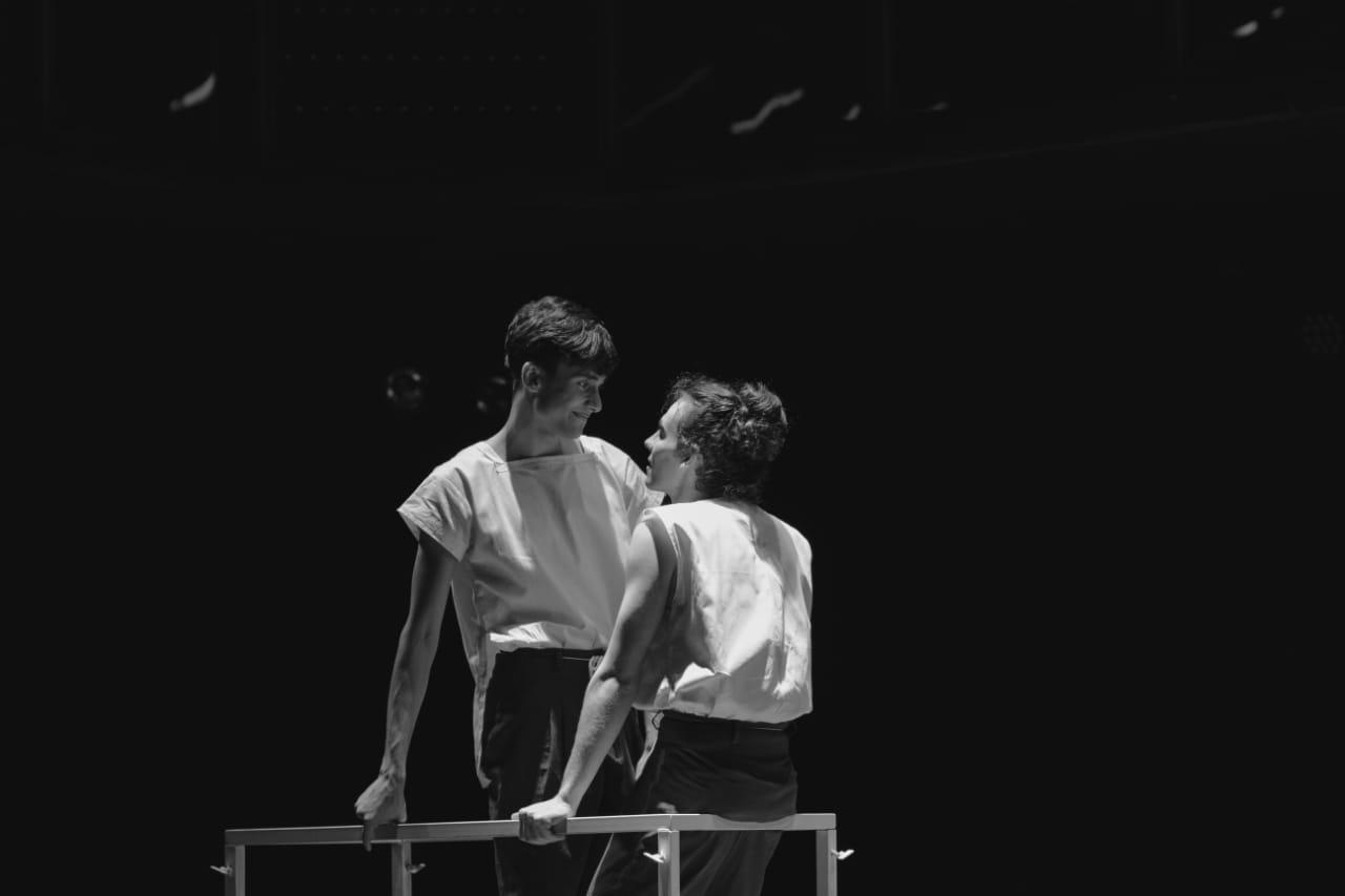 Cia dos Solilóquios leva Teatro Jovem para a SP Escola de Teatro Praça Roosevelt