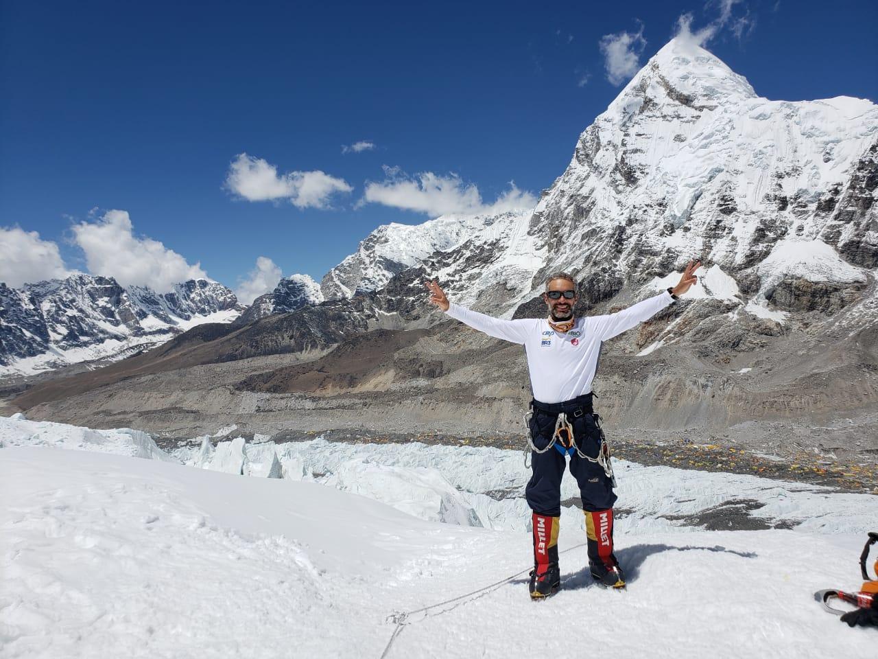 Alpinista Rodrigo Raineri chega ao acampamento base avançado C2 no Monte Everest