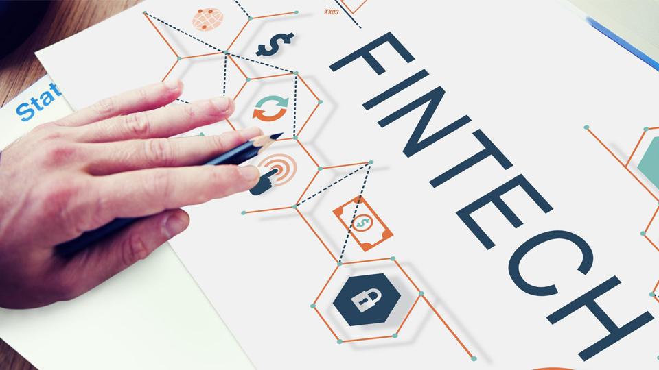 """Fintechs atendem público """"esquecido"""" pelos bancos: conheça o perfil dos clientes que estão apostando nos bancos digitais"""