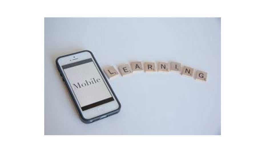 Mais de 75% dos jovens consideram fazer curso on-line ou semipresencial
