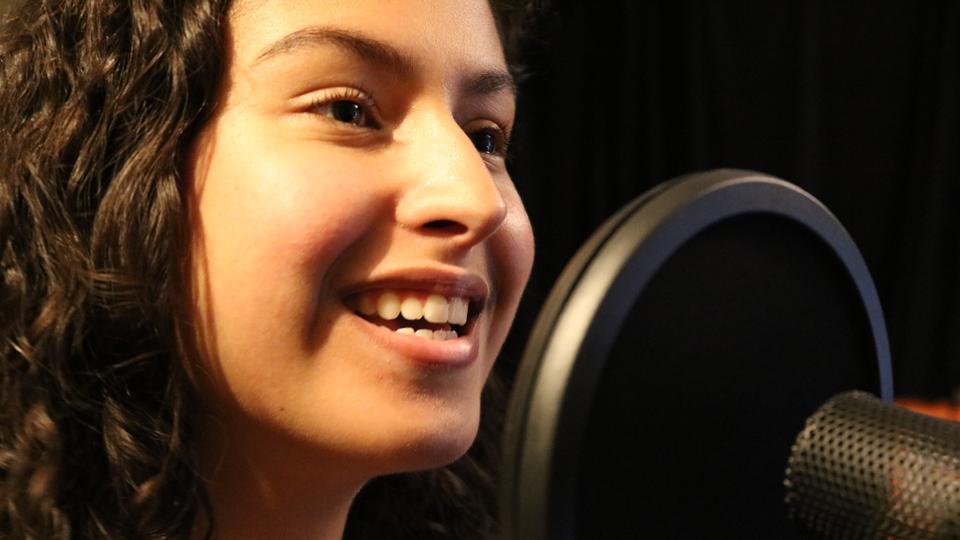 Cantora e compositora suíço-brasileira de 19 anos, Maíra Zaugg lança EP em SP e Rio