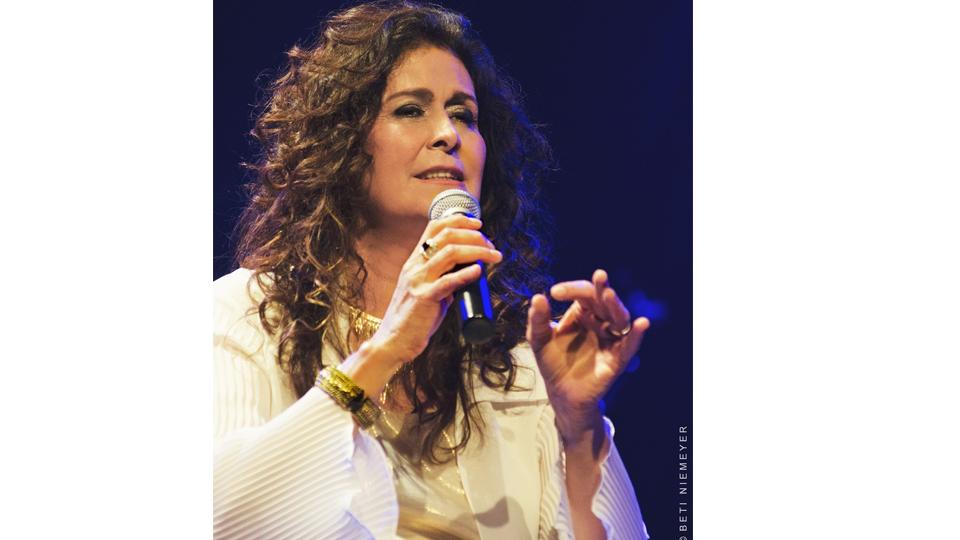 Cantora Joanna realiza show dia 23 de julho no Teatro Porto Seguro