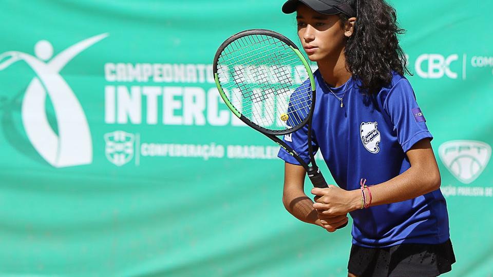 Clube Esperia oferece aulas de Tênis