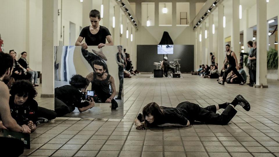 """Jorge Garcia Companhia recria """"Plano Sequencia/Take2"""" para o Teatro de Conteiner Mugunzá"""