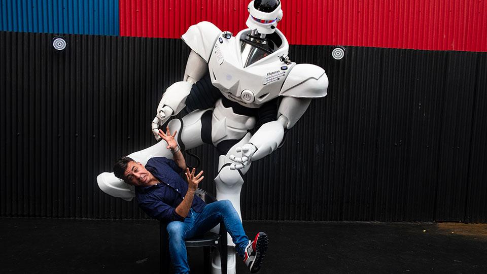 Robô baiano encanta empreendedores e artistas