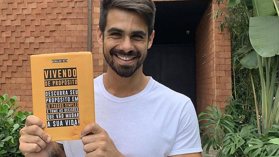 """Palestrante e autor Arnaldo Neto lança livro sobre a sua metodologia """"Vivendo de Propósito"""""""