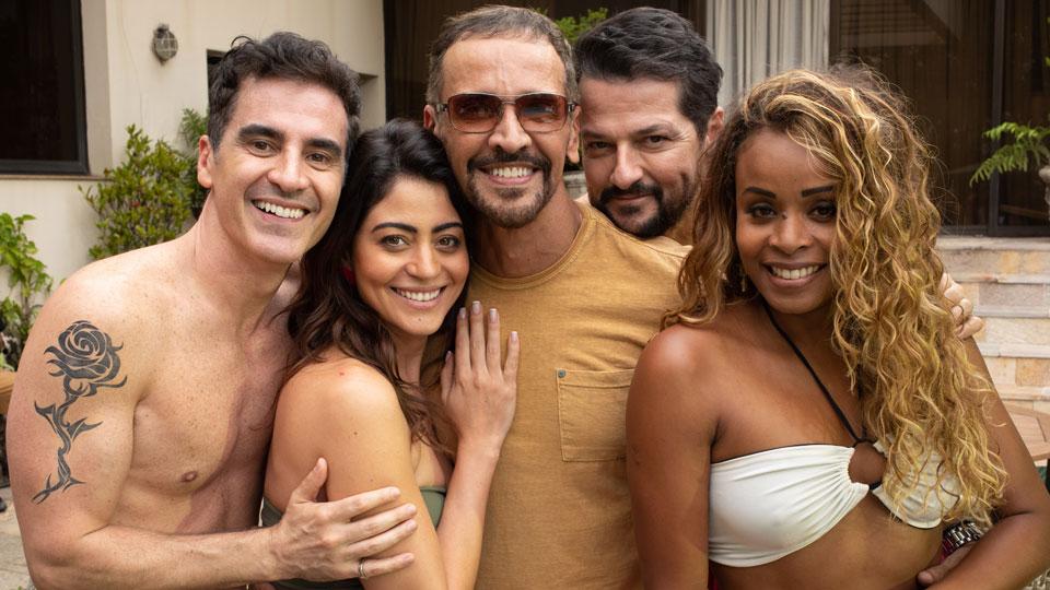 """Marcelo Serrado, Carol Castro, Roberta Rodrigues e Marcelo Laham estrelam """"Dois Mais Dois"""""""