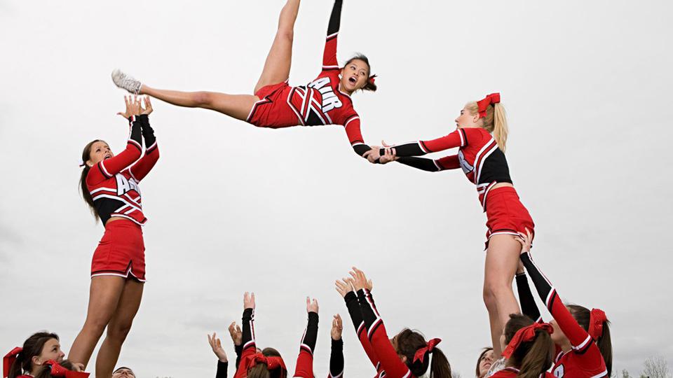 Curso de cheerleading atrai estudantes em Colégio de São Paulo