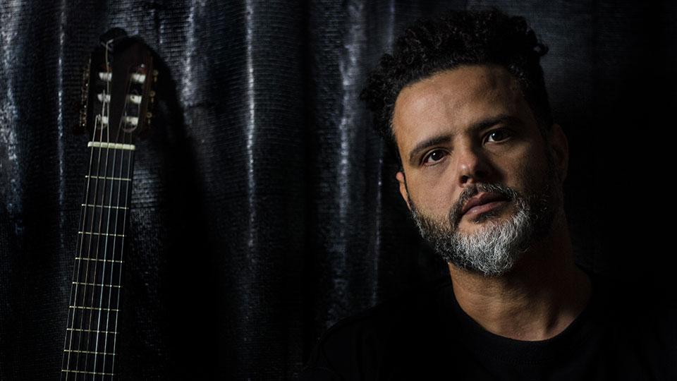 """Do Recôncavo Baiano, Leonardo Mendes apresenta """"Nó na Garganta"""""""