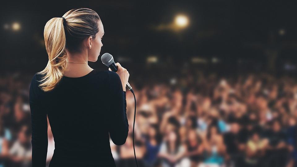 Livre-se da voz trêmula em público e certifique se seu caso não é um transtorno