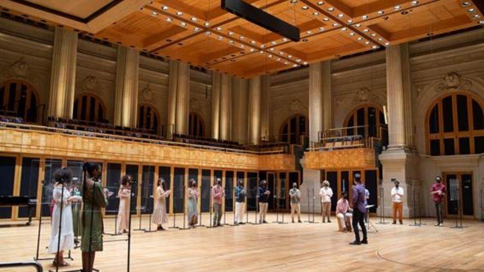 Coral Jovem do Estado apresenta concerto dedicado a compositoras no Theatro São Pedro